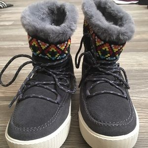 Toms alpine leather boots
